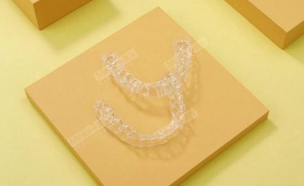 拔牙做隐形矫正牙齿好吗?